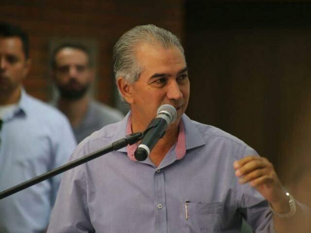 Governador do Estado, Reinaldo Azambuja (PSDB), durante fala no evento da Dinapec. (Foto: Marcos Ermínio).