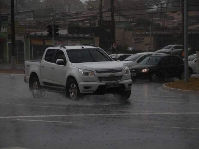 Campo Grande registrou 31,2 milímetros de chuva de quarta-feira (16) até às 8h desta quinta-feira (17) (Foto: Marcos Ermínio)