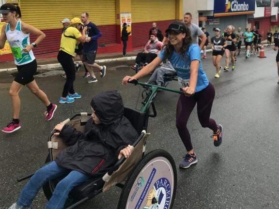 """É para levar essa """"emoção do esporte àqueles que jamais conseguiriam experimentá-la sozinhos"""", que o projeto Pernas Solidárias nasceu (Foto: Arquivo Pessoal)"""