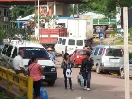 Fronteira volta a ser bloqueada em protesto contra governo