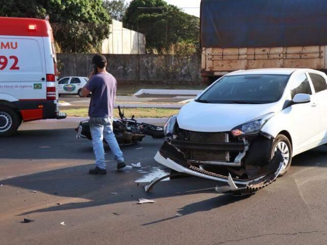 Acidente deixou veículos envolvidos destruídos. (Foto: Henrique Kawaminami)