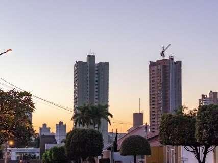 Semana começa com céu claro e calor de 33°C em Mato Grosso do Sul