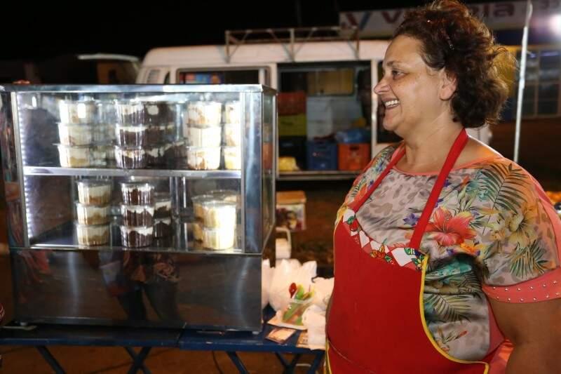 Rose vende bolos em potes (Foto: Marcelo Victor)