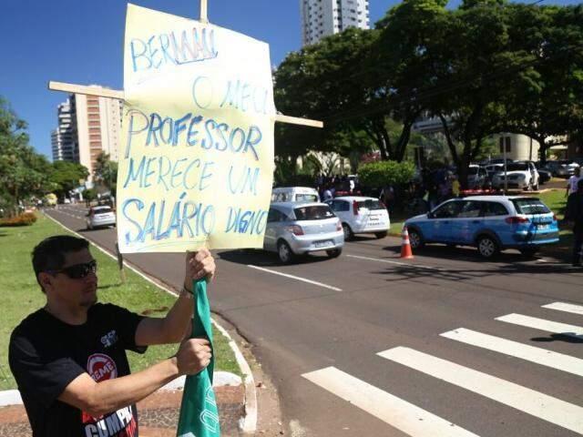 ACP faz protesto em frente ao Paço Municipal. (Foto: Fernando Antunes)