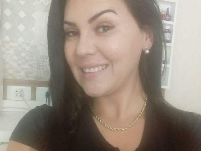 Pâmela Ortiz de Carvalho confessou ter assassinado a idosa. (Foto: Reprodução/Facebook)