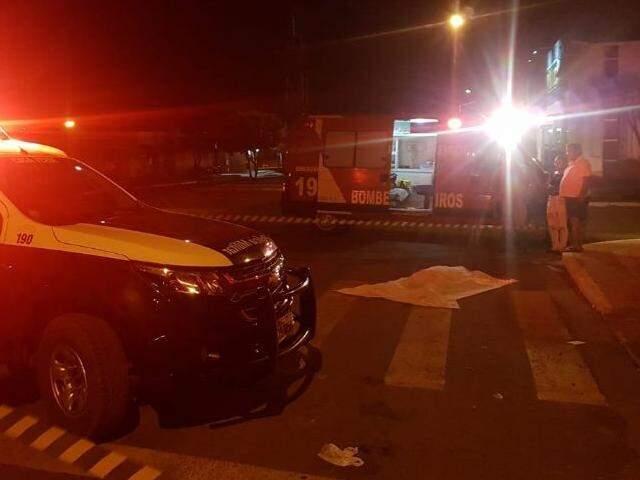 Homem foi esfaqueado e morreu no local. (Foto: Jornal da Nova)