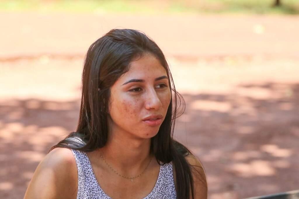 A acadêmica Camila afirma não gostar de receber visitas. (Foto: Marcos Maluf)
