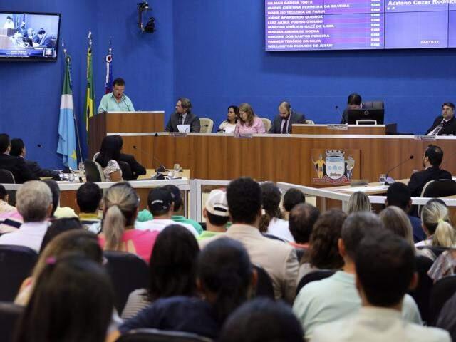 Servidores cobram reajuste de 6,81% nos vencimentos; Câmara aceitou pedido para retirar urgência de projeto. (Foto: CMTLS/Divulgação)
