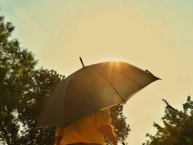 Em Campo Grande, previsão é de calor próximo dos 38°C nesta terça-feira (Foto: Henrique Kawaminami)