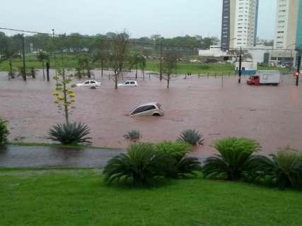Temporal deixou estragos por todos os lados da cidade; confira imagens