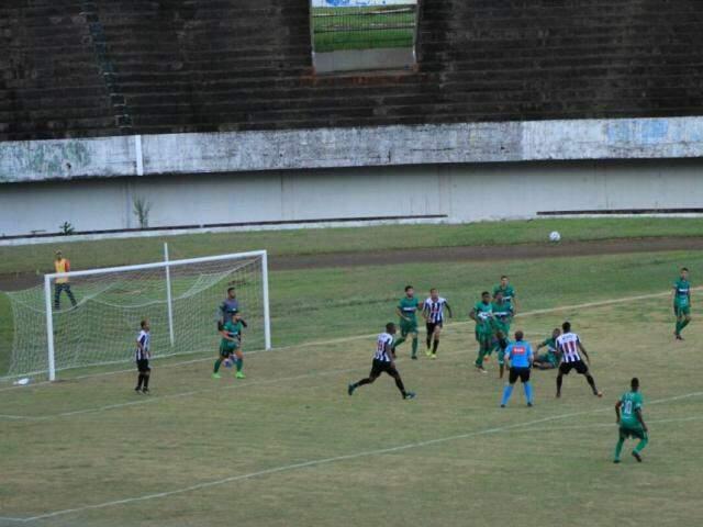 Novoperário e Ceilândia vão empatando sem gols no Morenão (Foto: Marina Pacheco)