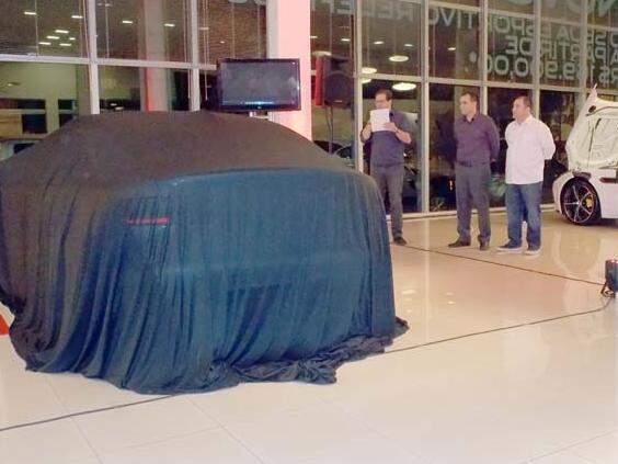 Ao fundo, Sanchae Camatti, Yanko Larsen e Carlos Cesar Fernandes diretor do Grupo Enzo. (Foto: Márcio Martins)