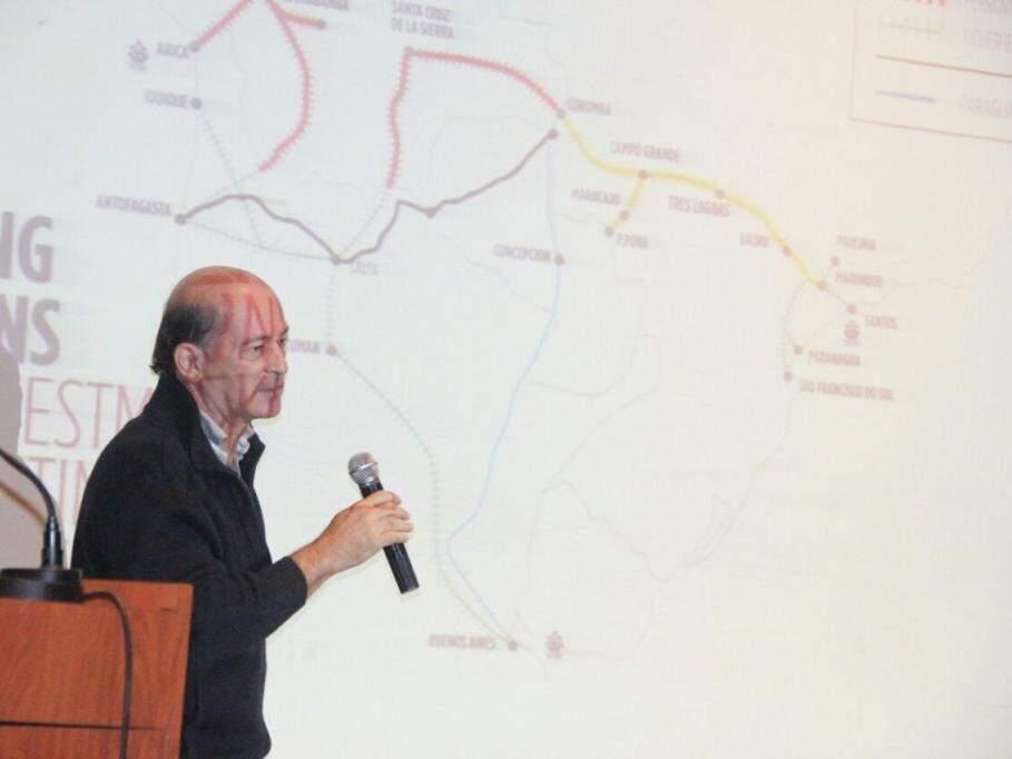 João Carlos Parkinson de Campo, coordenador-geral de Assuntos Econômicos do Ministério das Relações Exteriores, durante palestra sobre o corredor bioceânico (Foto: Sílvio Andrade)