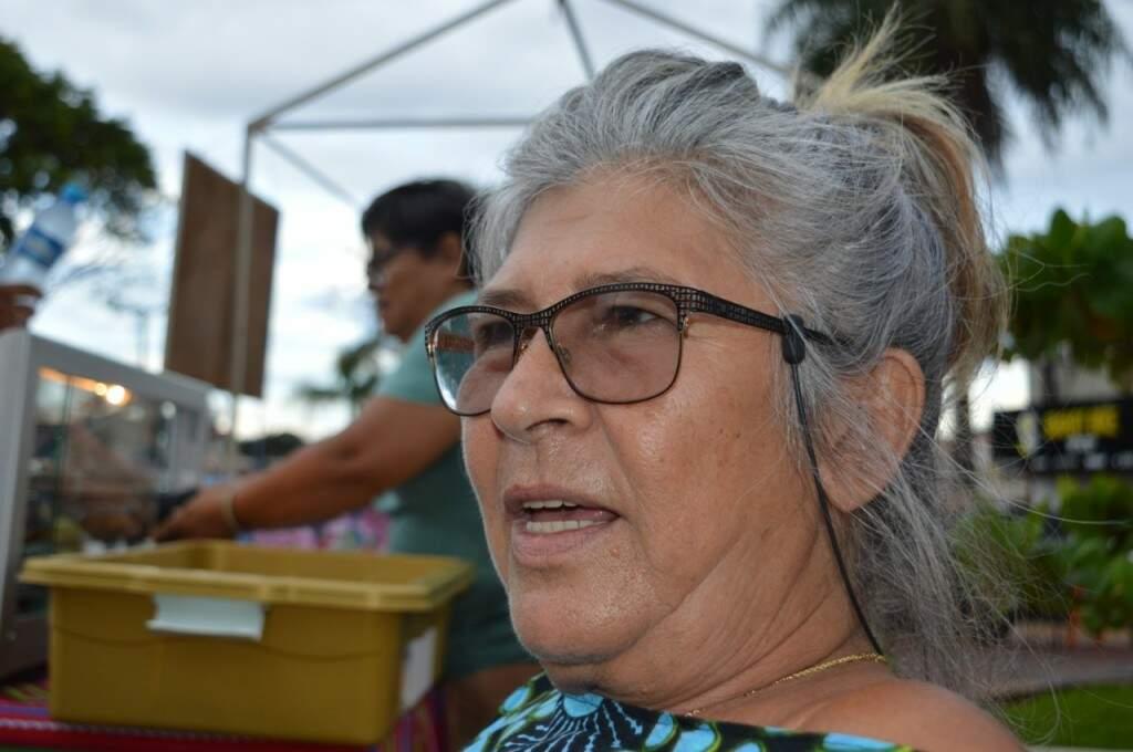 Geni Rosa de Jesus está de passagem por Campo Grande e comenta sobre o sentimento se sentir parte de uma família no bairro (Foto: Alana Portela)