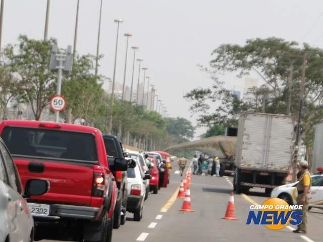 Além da ocupação do solo, circulação de carros também contribuem para poluição em torno do Parque (Foto: Arquivo)