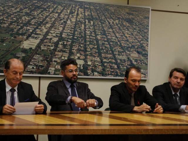 Integrantes do mesmo grupo dos vereadores acusados comandam as quatro comissões processantes (Foto: Helio de Freitas)