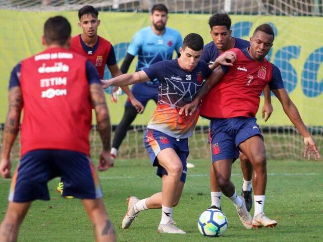 Jogadores do Vasco treinaram no CT do Palmeiras antes de enfrentarem o Paraná (Foto: Carlos Gregório Jr/Vasco.com.br)
