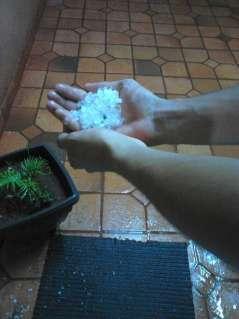 Leitor flagra chuva de granizo no bairro Nova Lima