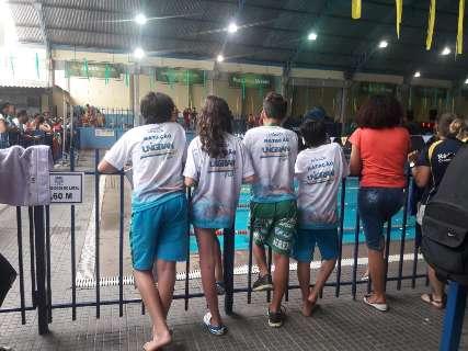 De mirins a idosos, nadadores disputam campeonato no Rádio Clube