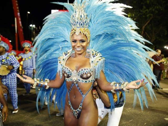 Do Rio de Janeiro, Maryanne Hipólito é atração da escola de samba Deixa Falar, neste fim de semana.