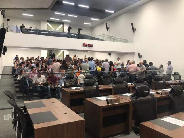 Plenário da Assembleia parcialmente lotado pela manhã desta quarta-feira (Foto: Fernanda Palheta)