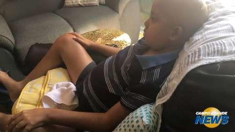 Pedro, 11 anos, aguarda transfusão, mas Hospital Universitário está sem material