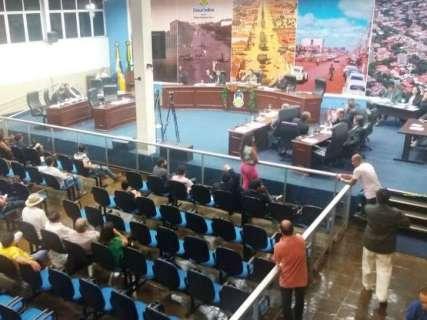 Em sessão de cinco horas, oposição adia anulação de eleição da Mesa