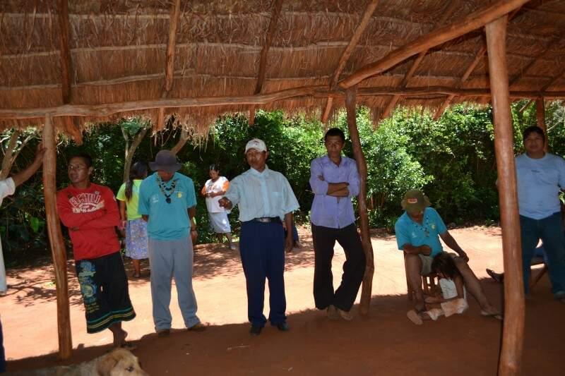Moradores da aldeia reclama de descaso por parte do poder público. (Foto: Caroline Maldonado)