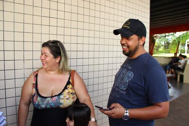 Casal acompanhou de perto a cobertura na espera por notícias (Foto: Fernando Antunes)