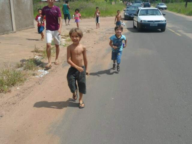 Brinquedos foram doados para crianças dos bairros Centro-Oeste, Canguru, Paulo Coelho Machado e Jardim das Meninas.