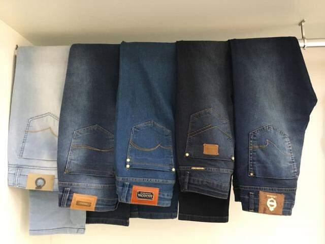 Jeans em diversas lavagens e modelagens têm preço único.