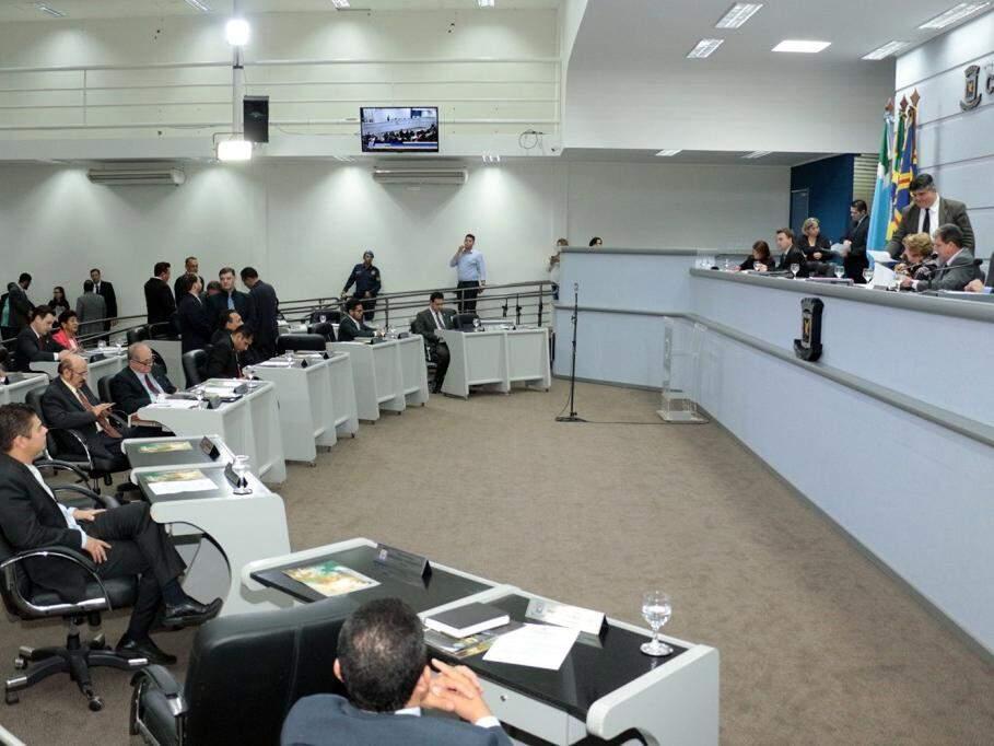 Vereadores assistem à sessão no plenário da Câmara Municipal. (Foto: Divulgação/Câmara/Arquivo).