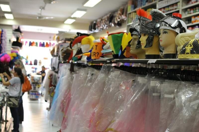 Máscara de plástico tem imposto de 43,9%. (Foto: Arquivo/ Campo Grande News)