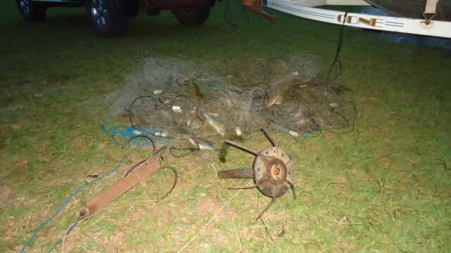 Equipamento como esse é proibido por capturar vários peixes de uma só vez. (Foto: divulgação/PMA)