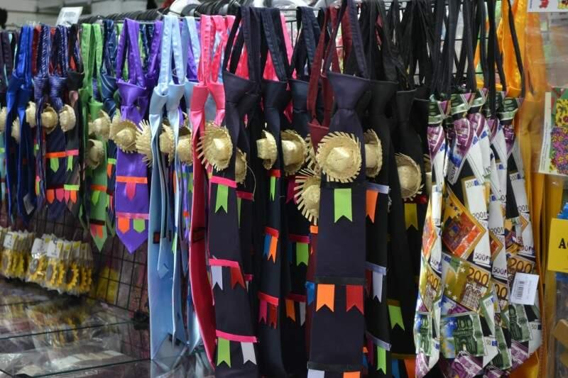 Gravatas a partir de R$ 8,90 no Bazar São Gonçalo.