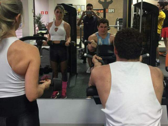 Evânia sempre foi de treinar e acabou arrastando o noivo para o mesmo ritmo. (Fotos: Arquivo Pessoal)