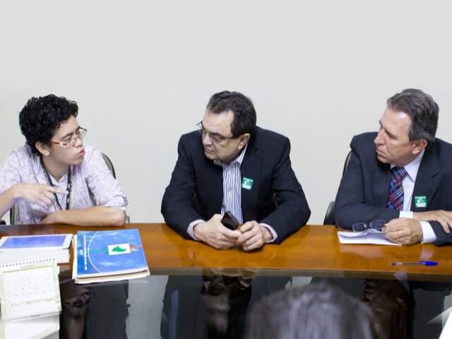Gerente do Ministério do Meio Ambiente, Larissa Villarroel, recebeu de plano de MS do secretário Carlos Alberto e do deputado Edson Giroto (PMDB). (Foto: Divulgação)