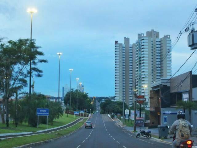 Diferente dos últimos dias, tempo amanheceu com poucas nuvens em Campo Grande