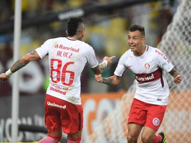 Jogadores comemorando a goleada sobre o Flu, esta noite. (Foto: Internacional FC)