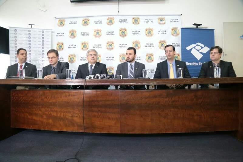 Nomes de presos foram repassados em coletiva de imprensa na PF. (Foto: Fernando Antunes)