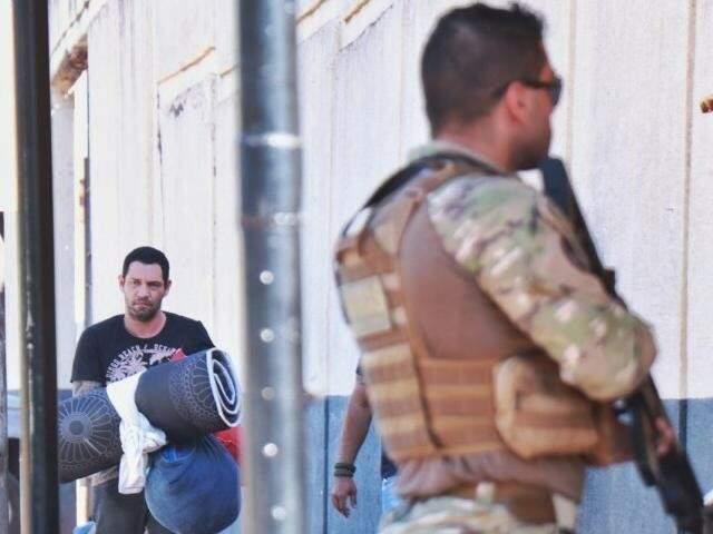 Marcelo Rios, no dia 28 de maio, chegando no Centro de Triagem Anízio Teixeira, no Complexo Penal da Capital; ele foi transferido para o presídio em Mossoró (RN) (Foto: Henrique Kawaminami)