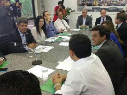 Governador se reúne com deputados para apresentar projeto da Previdência