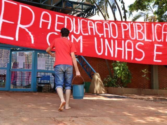 Corte no orçamento e proposta do Future-se gerou protesto de estudante e servidores (Foto: Henrique Kawaminami)