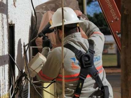 Polícia autua 20 e leva 9 à delegacia por furto de energia nas Moreninhas