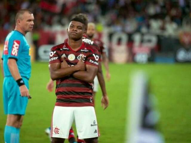 Atacante Lincon fazendo pose após o seu gol na partida. (Foto: Alexandre Vidal/CRF)