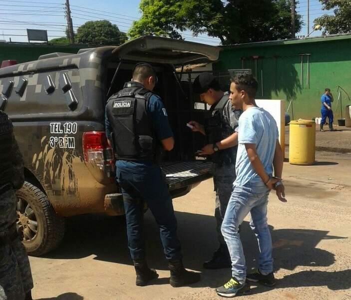 Romulo foi preso em flagrante e admitiu ter comprado droga em Paranhos (Foto: Divulgação/PM)