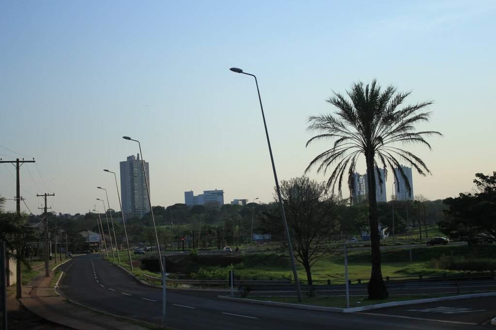 Sexta-feira amanheceu com céu claro e 19ºC na Capital. (Foto: Marina Pacheco)