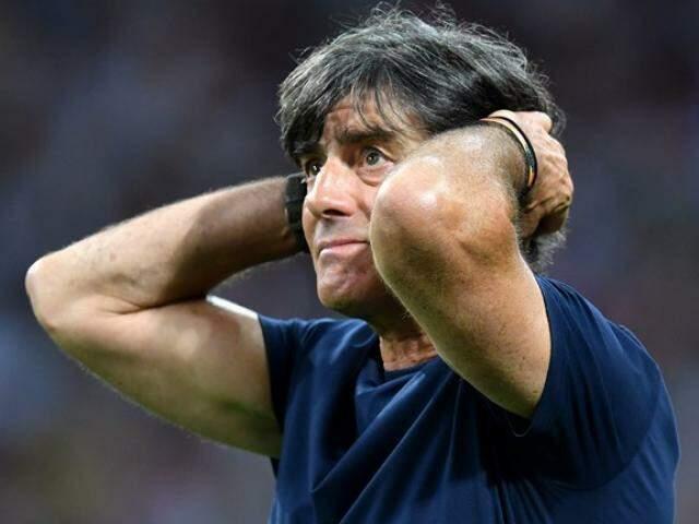 Técnico da Alemanha nos últimos minutos do 2º tempo. (Foto: Divulgação Fifa)