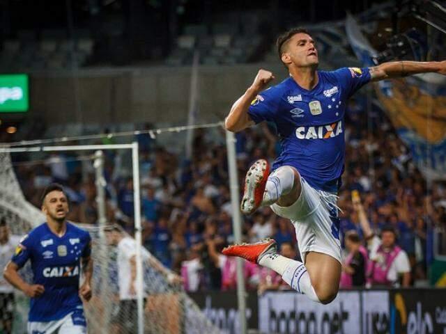 Thiago Neves comemorando o seu gol na partida. (Foto: CruzeiroFC)