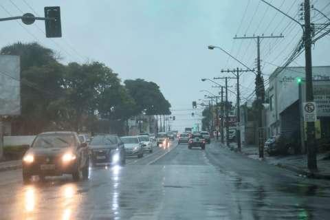 Chuva veio forte na madrugada e 73 cidades têm alerta de temporal